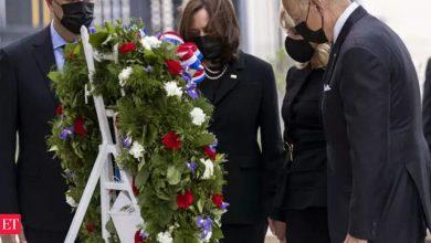 Photo of 바이든은 9·11 테러 20주년을 맞아 3곳의 공격 현장을 모두 방문했다.  해리스 부통령, 추도 연설에서 화합 촉구 – The Economic Times Video
